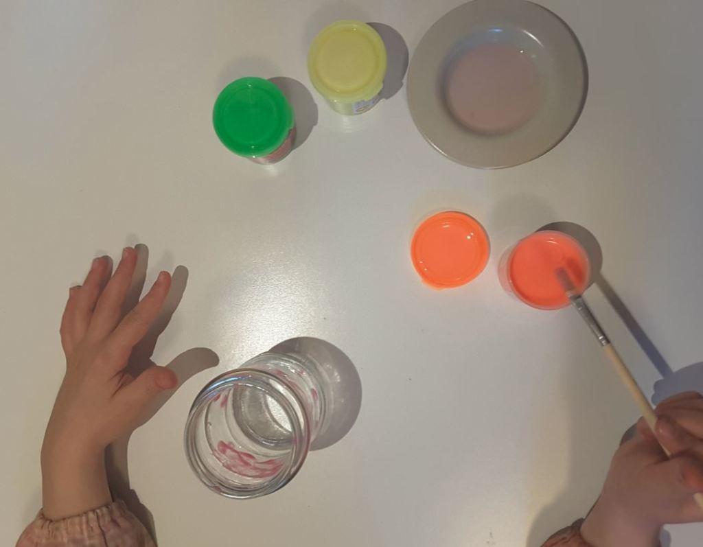 manualitats pintant